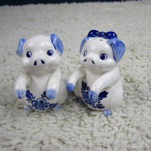 Pair Blue/White Porcelain Pig S/P Shakers